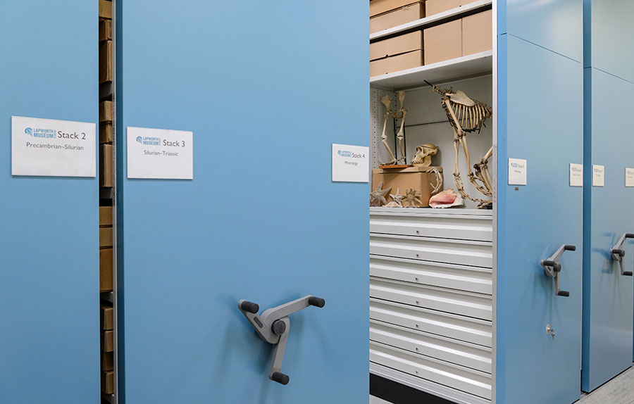 Mobile_Shelving_With_Display_Cabinet_and_Drawers_Lapworth_Museum_of_Geology